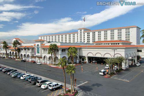 The gold coast hotel and casino casino charles harrahs hotel la lake