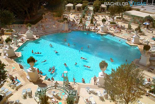 Paris hotel las vegas bachelor vegas for Hotels in paris with swimming pools